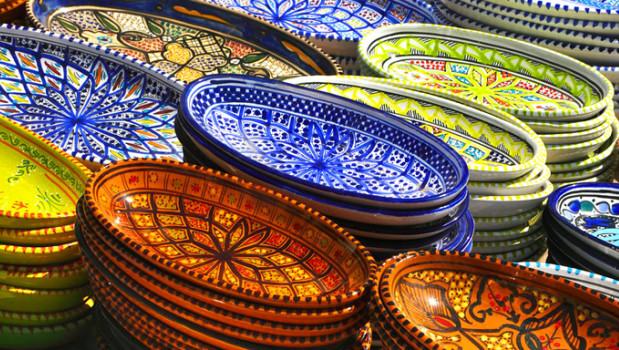 Faïence sur le marché de Nabeul, Tunisie
